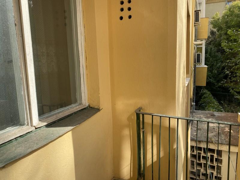 2 camere nemodernizat, etaj1, Severinului - Gradina Botanica, teava gaze la usa, toate actele in regula