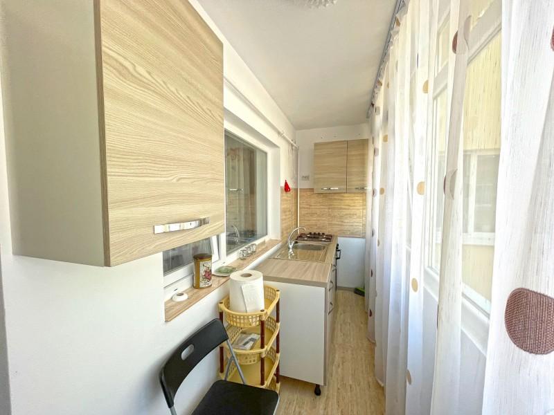 3 camere, spatios, 1Mai, - in spatele Caminelor de la Medicina, etaj 1/3, centrala termica