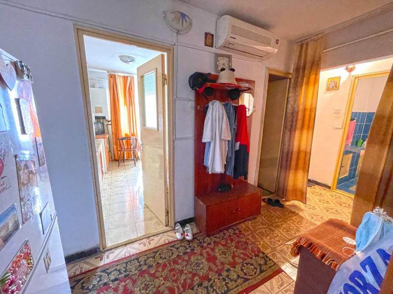 3 camere decomandate, peste 70 mp utili, 1Mai, etaj 4, centrala termica