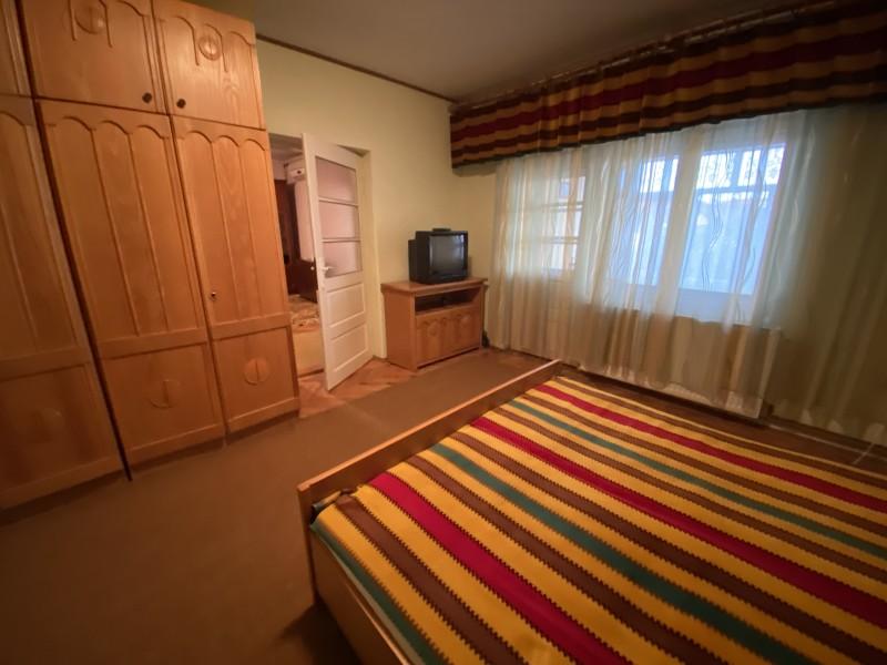 Apartament 3 camere semidecomandate, centrala termica, situat Central (zona Ana Ipatescu - Piata Chiriac) Medicina Veche