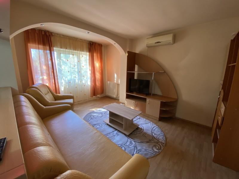 Inchiriere apartament 2 camere decomandat, mobilat, etaj 1/4, Calea Bucuresti, zona Institut