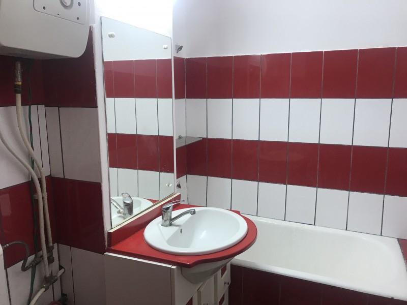 Inchiriere apartament 2 camere decomandat, mobilat, etaj 3/4, 1 Mai, zona Kaufland