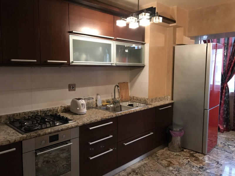 Inchiriere apartament 2 camere decomandat, mobilat, etaj 4/8, Calea Bucuresti, zona Piata Centrala