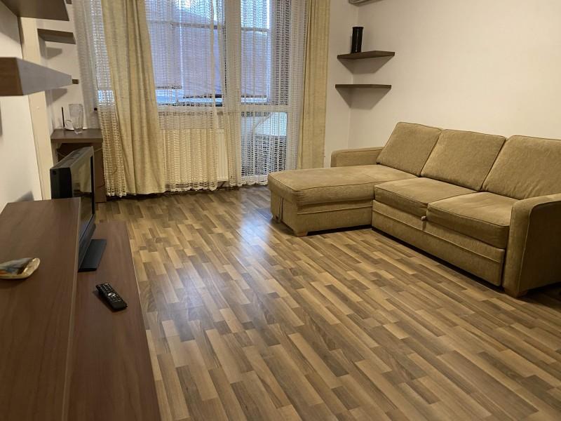 Inchiriere apartament 2 camere semidecomandat, mobilat, etaj 2/4, Centru, zona Primarie
