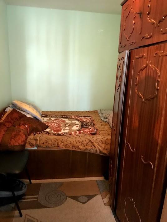 Inchiriere apartament 2 camere semidecomandat, etaj 2/4, Craiovita Noua, zona Orizont