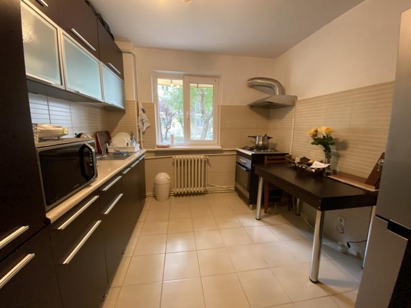 Inchiriere apartament 3 camere decomandat, mobilat, parter/4, Calea Bucuresti, zona Piata Centrala
