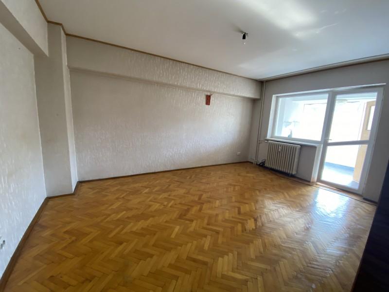 Inchiriere apartament 3 camere decomandat, mobilat, etaj 2/7, Centru