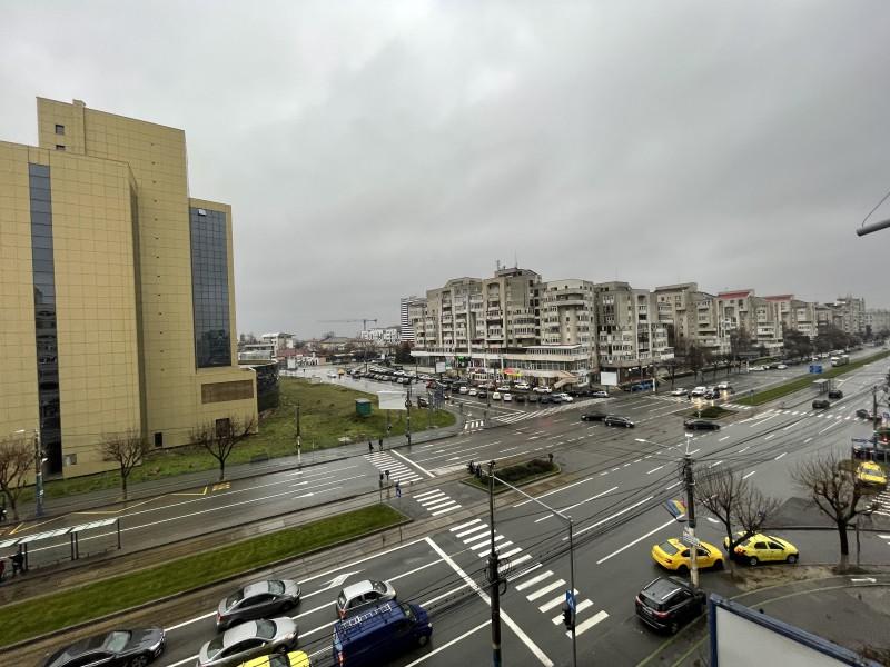 Inchiriere apartament 3 camere decomandat, mobilat, etaj 4/7, Calea Bucuresti, zona Piata Centrala