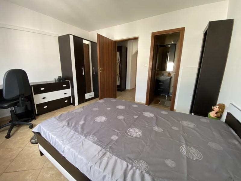 Inchiriere apartament 3 camere decomandat, mobilat, etaj 4/4, 1 Mai, zona Sara