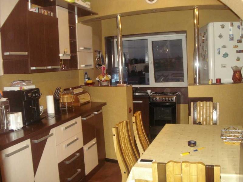 Inchiriere apartament 3 camere decomandat, mobilat, etaj 4/4, Calea Bucuresti, zona OMV