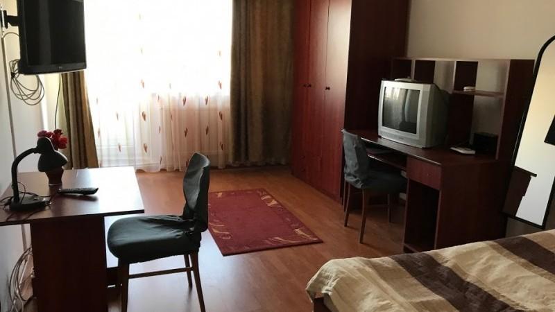 Inchiriere garsoniera decomandat, mobilat, etaj 7/8, Calea Bucuresti, zona Mc'Donalds