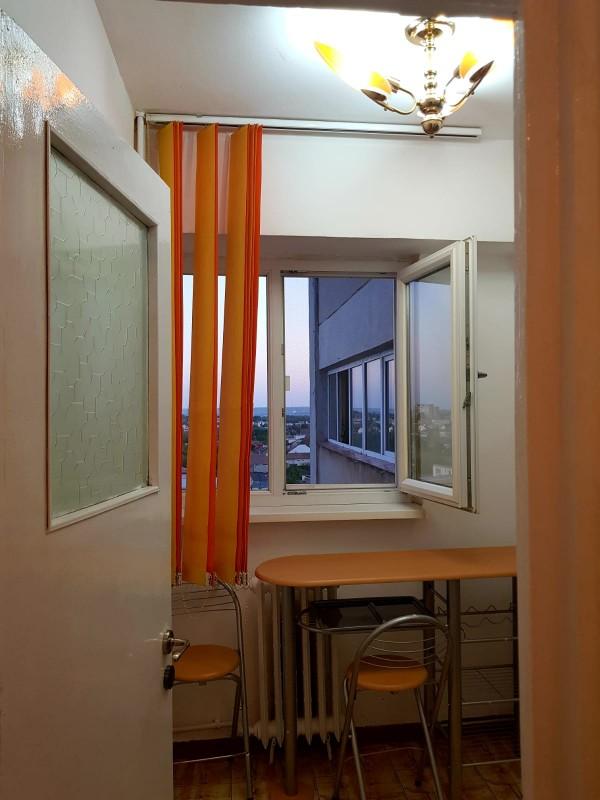 Inchiriere garsoniera semidecomandat, mobilat, etaj 9/11, suprafata 30 mp, Calea Bucuresti, zona Rotonda