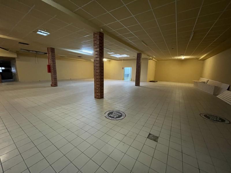 Spatiu comercial 400mp centru vechi, pretabil orice, cu autorizatie ISU