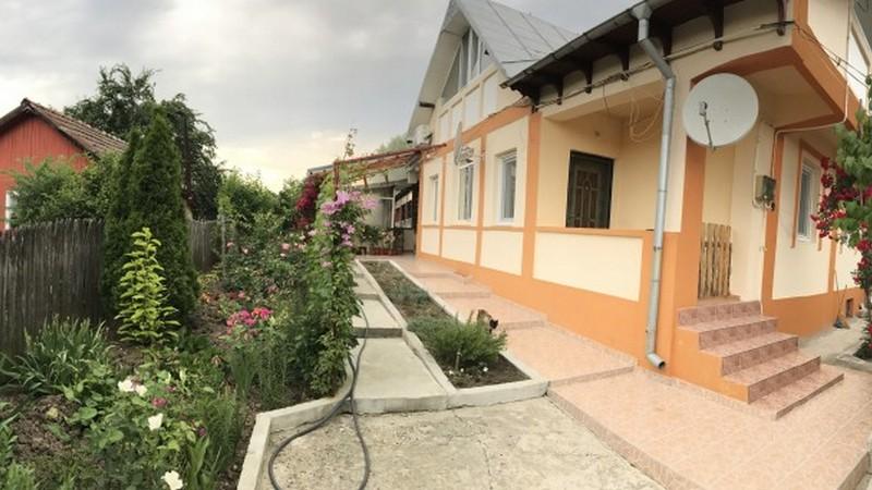 Vila completa, centrala ,curte generoasa, bals, zona Politie